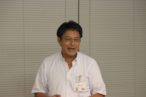 司会進行する霜田副会長